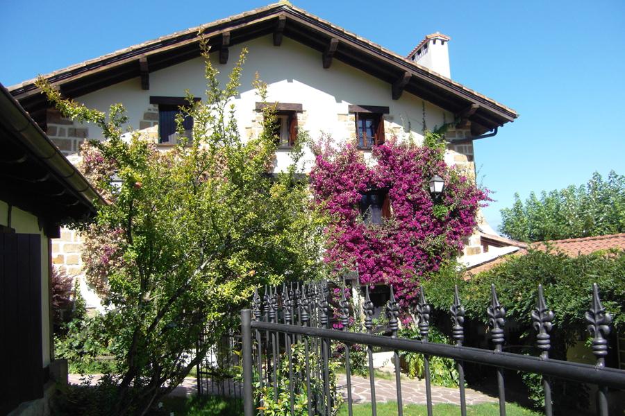 Caserio-Pikamendi-house-walls-02