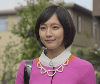 吉岡里帆がチャットモンチーのPV「いたちごっこ」でミュージックビデオに出てピンクの服を着ている画像