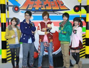 志尊淳がイケメン俳優の登竜門的な戦隊ヒーローの「烈車戦隊トッキュウジャー」に抜擢され、5人で並んでいる画像