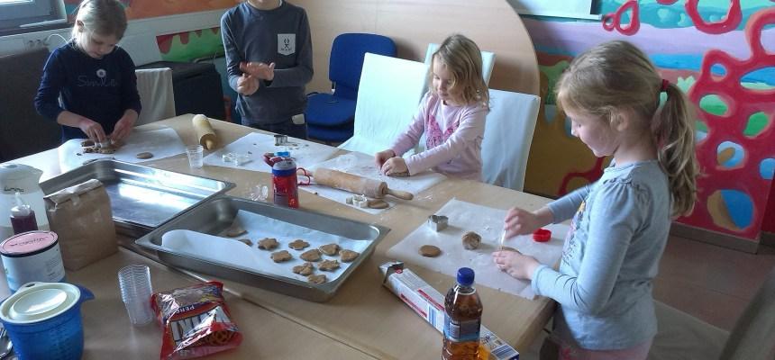 Miklavževa otroška delavnica peke piškotov