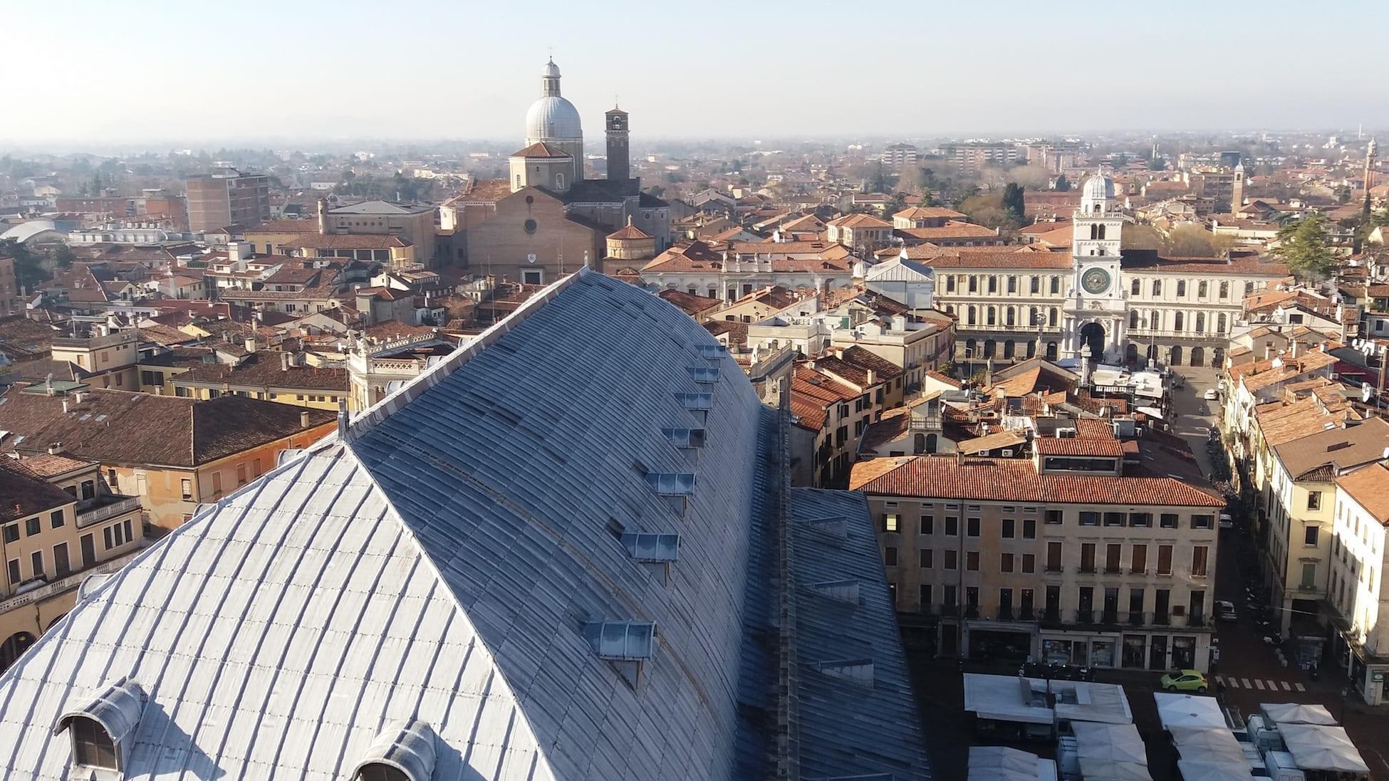 Heinäkuussa tutustumaan Venetsiaan ja Padovaan, jossa Pearl Jamin keikka.