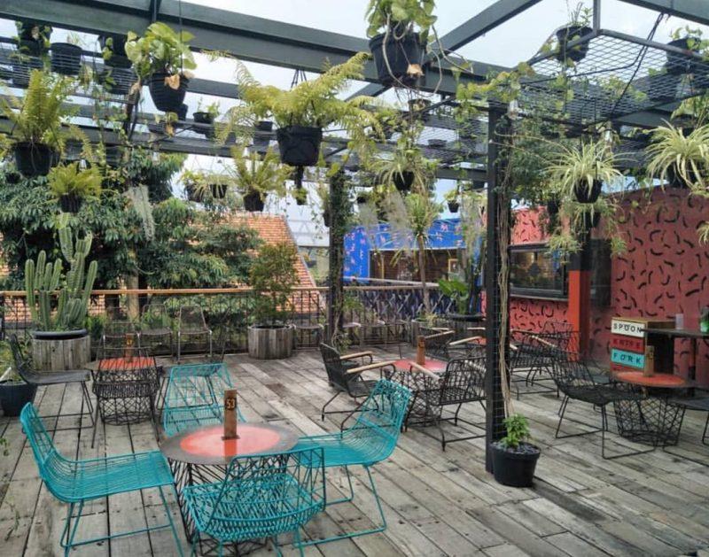 the parlor bandung tempat nongkrong indoor outdoor