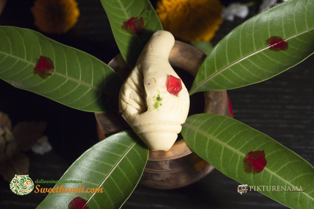 Pure Sankh sondesh as beginning of auspicious journey of sweethandi kolkata with pikturenama