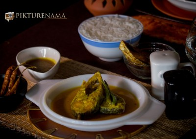 The entire spread of Doi Ilish or Hilsa in Yogurt and mustard sauce by Pikturenama