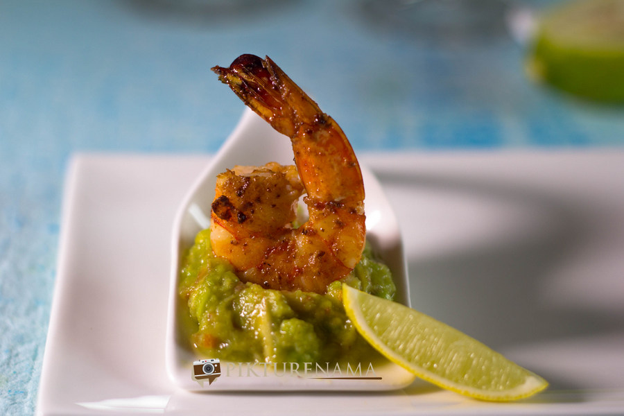 Grilled prawns with Guacomole by pikturenama