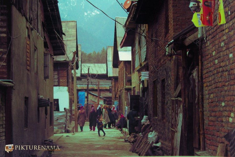 Kids playing at Pahalgam town