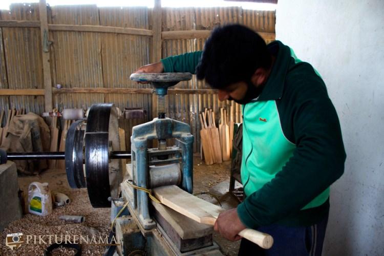 Qayuum at work for Kashmir willow bat
