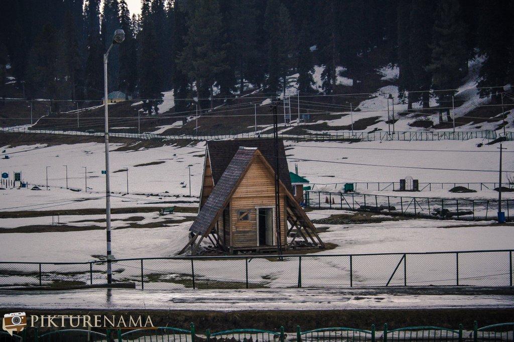 Nedous Hotel Gulmarg Kashmir - small cabin