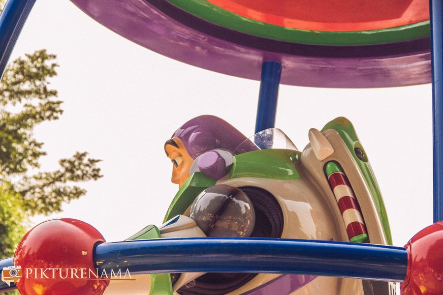 Flights of Fantasy in Hong Kong DIsneyland Buzz Lightyear 1
