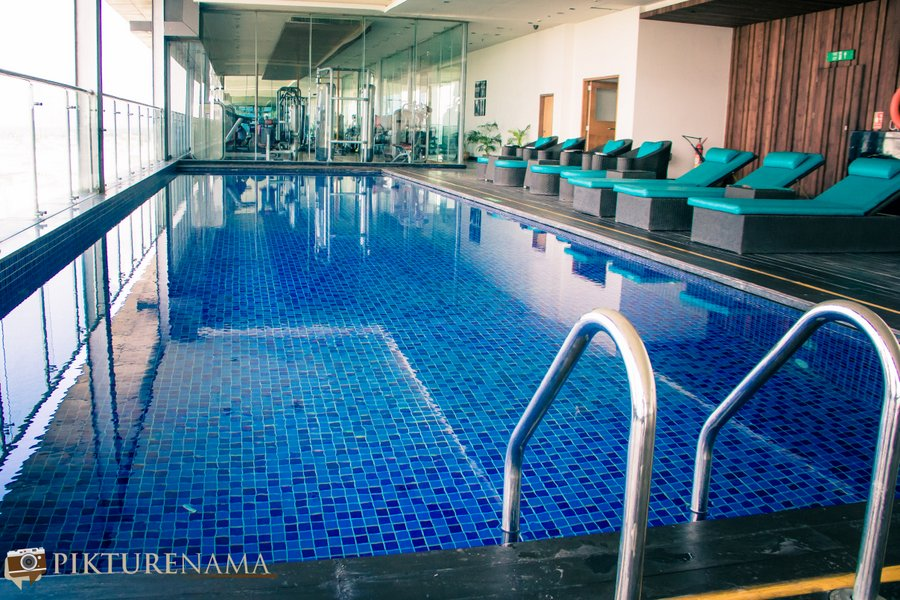 Vivanta Kolkata EM Bypass swimming pool