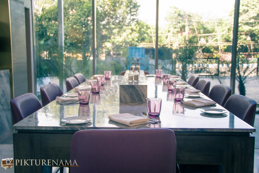 Vivanta Kolkata EM Bypass community table
