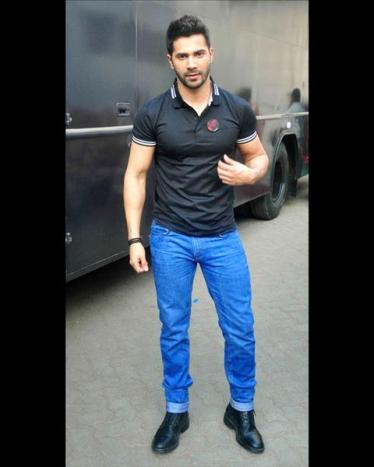Varun-Dhawan-was-spotted-at-the-Mehboob-_060215162112687_480x600