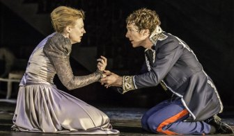 8-anastasia-hille-gertrude-and-benedict-cumberbatch-hamlet-in-hamlet-at-the-barbican-theatre-photo-credit-johan-persson