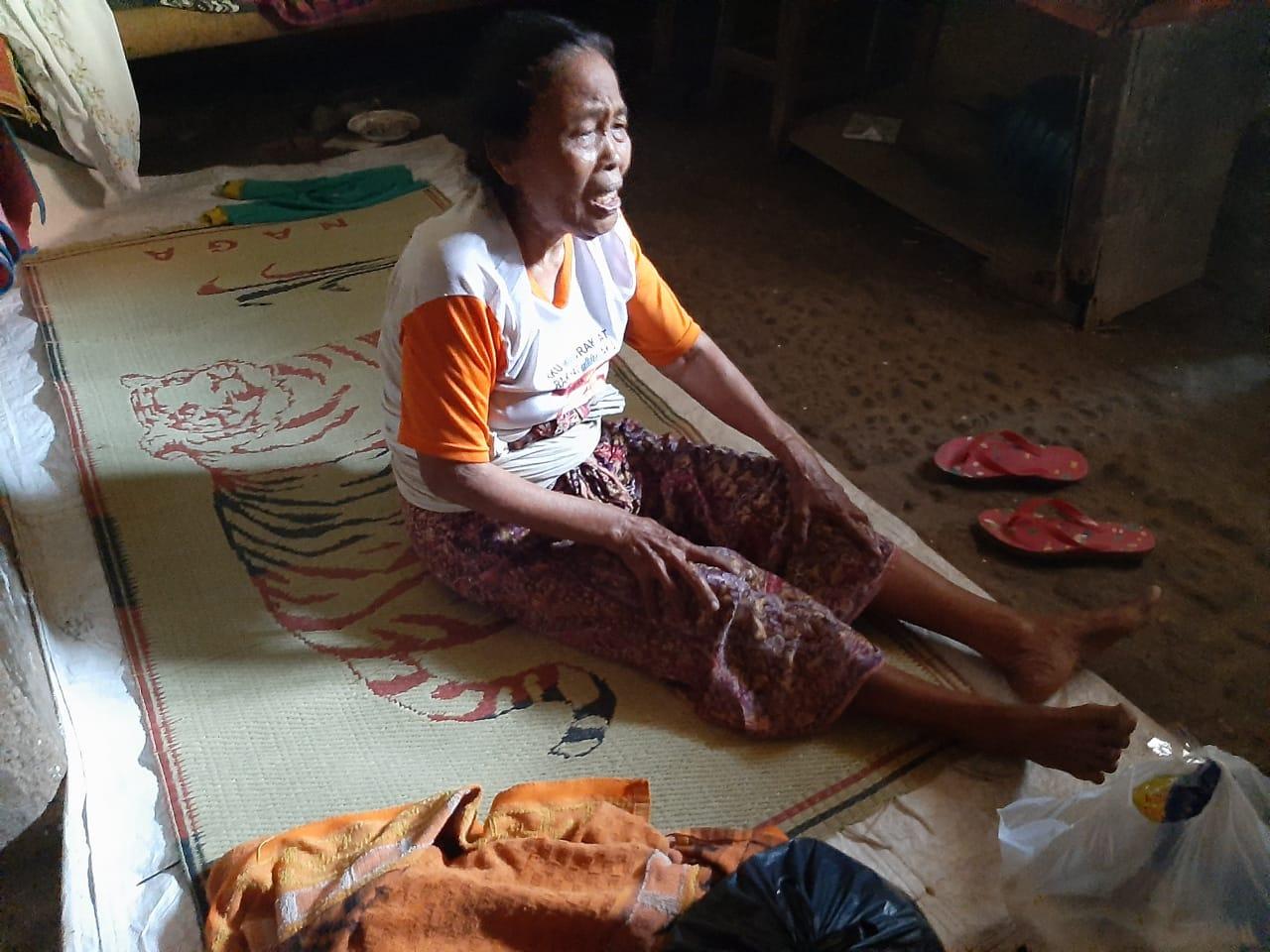 Nenek Rusmini Hidup Sebatang Kara Di Rumah Reyot Tak Dapat Bantuan