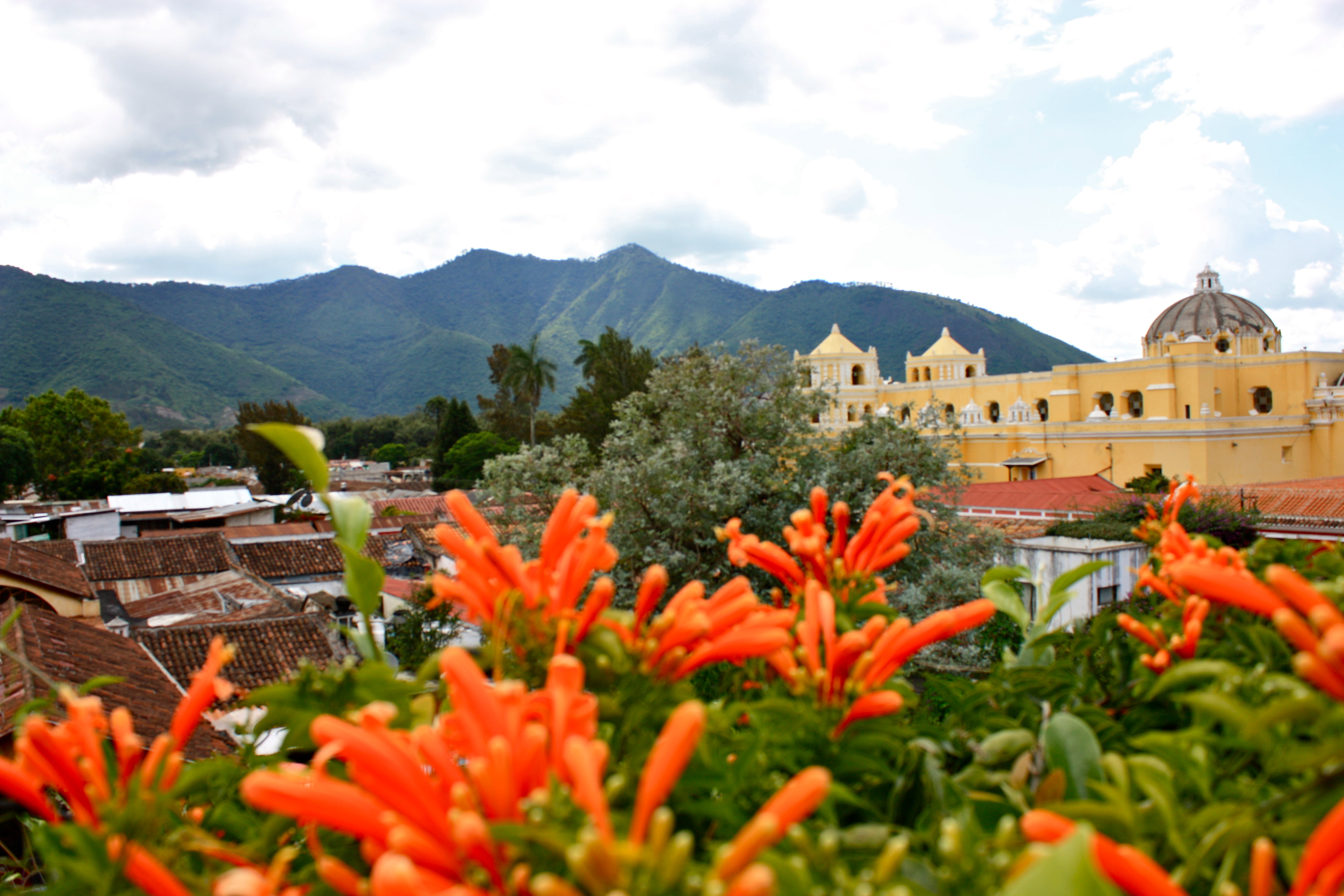 HOTELES Y RESTAURANTES EN ANTIGUA GUATEMALA  Pilar Munne