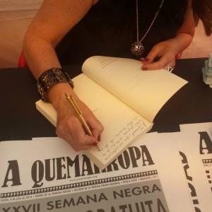 Firmando en la Semana Negra