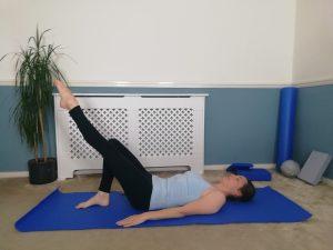 Single table top - Pilates one leg stretch