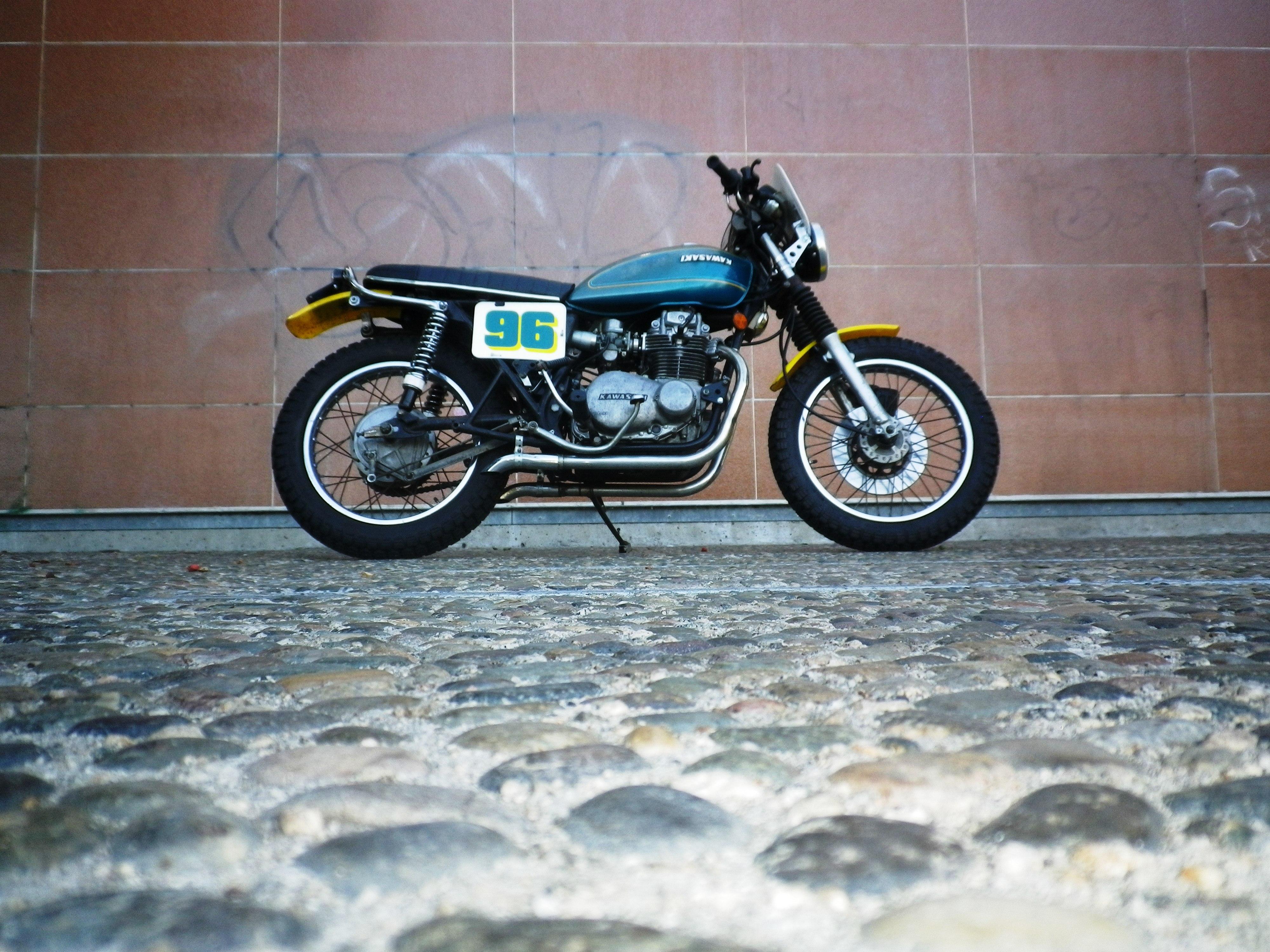 1976 Kawasaki KZ400 1