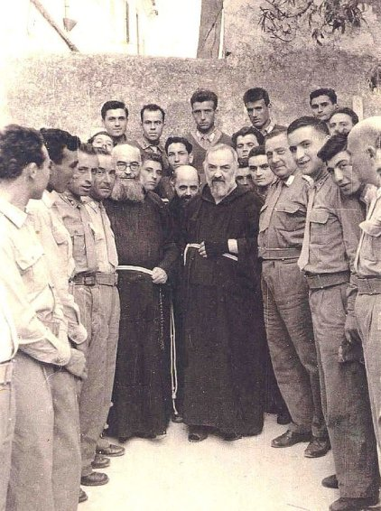 Padre Pio with American Bomber Squad who saw him in the air.