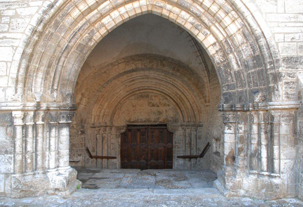 Bar-Sur-L'Aube Eglise St Pierre Entrance