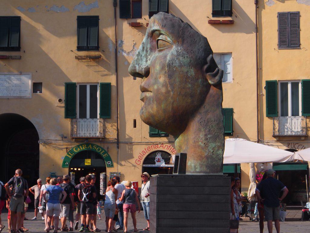 Huge head in Lucca Amphtheatre