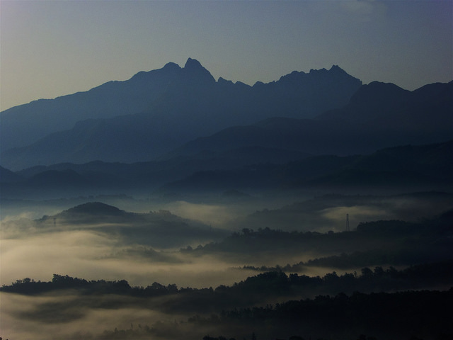 Dawn mist over the valley below at 5am, heading for Sarzana from Aulla.