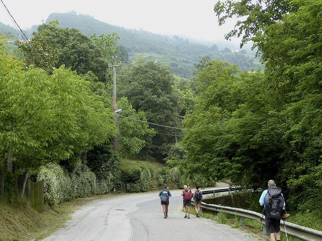 Walking in the company of fellow pilgrims. Via Casone near Strettoia
