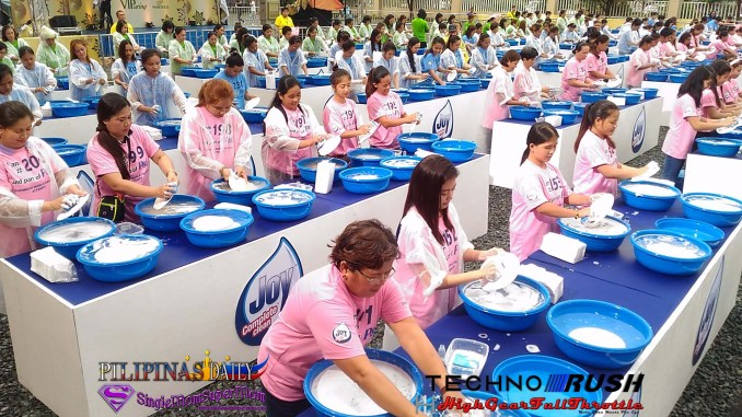 Guinness World Record Most People washing dishes simultaneously