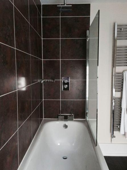 Room 2 Shower / Bath