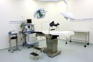 un bloc opératoire - kyste pilonidal