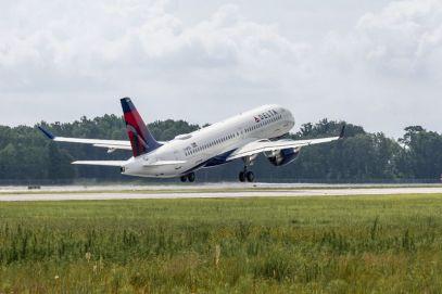 first-A220-mobile-first-flight