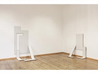 Klapp! (Roboter 3&4), 2014 I MDF 19mm with base coat, piano hinge I 150x92cm and 110x90cm I Galerie weisser Elefant, Berlin I photo©Amélie Losier