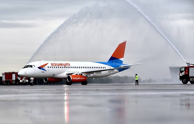 Самолет авиакомпании Азимут фото