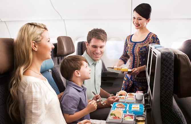 Сингапурские Авиалинии салон самолета эконом класс