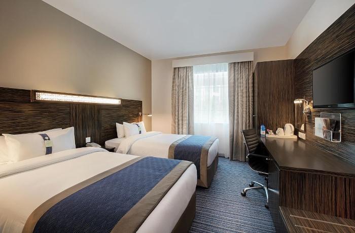 Двухместный номер в Holiday Inn Express Dubai Airport 2