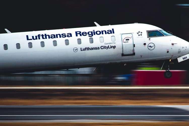 A Day On The Lufthansa Cityline CRJ900 Flight Deck!