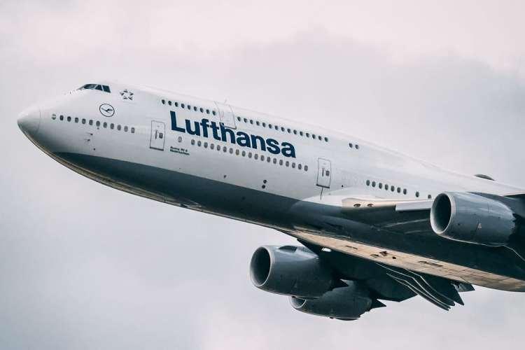 Senior First Officer: A Day As A Lufthansa 747 Pilot