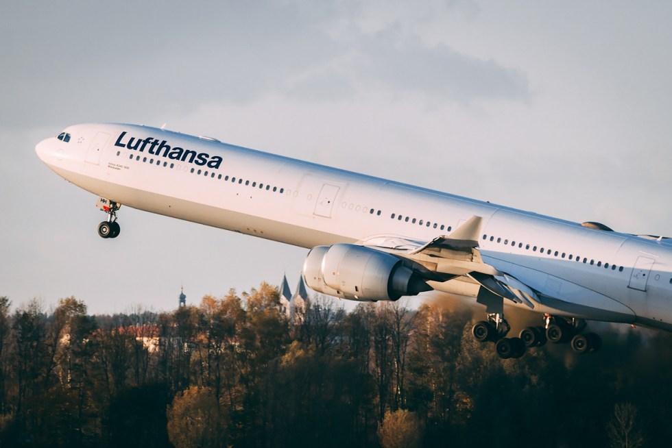 An Lufthansa Airbus A340-600 at V2