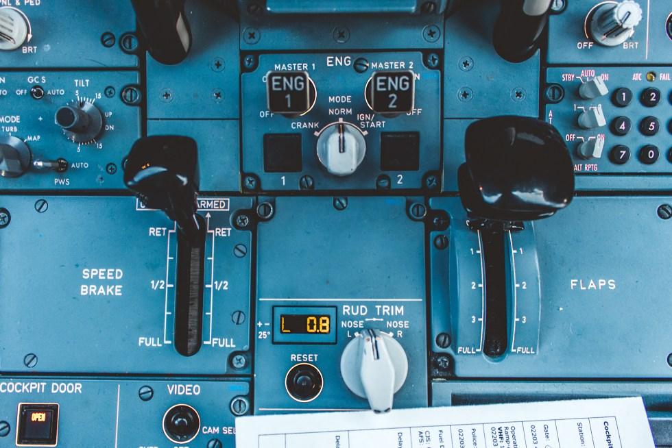 Airbus A320 Cockpit Central Pedestal