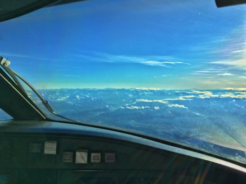 CRJ900 cockpit view