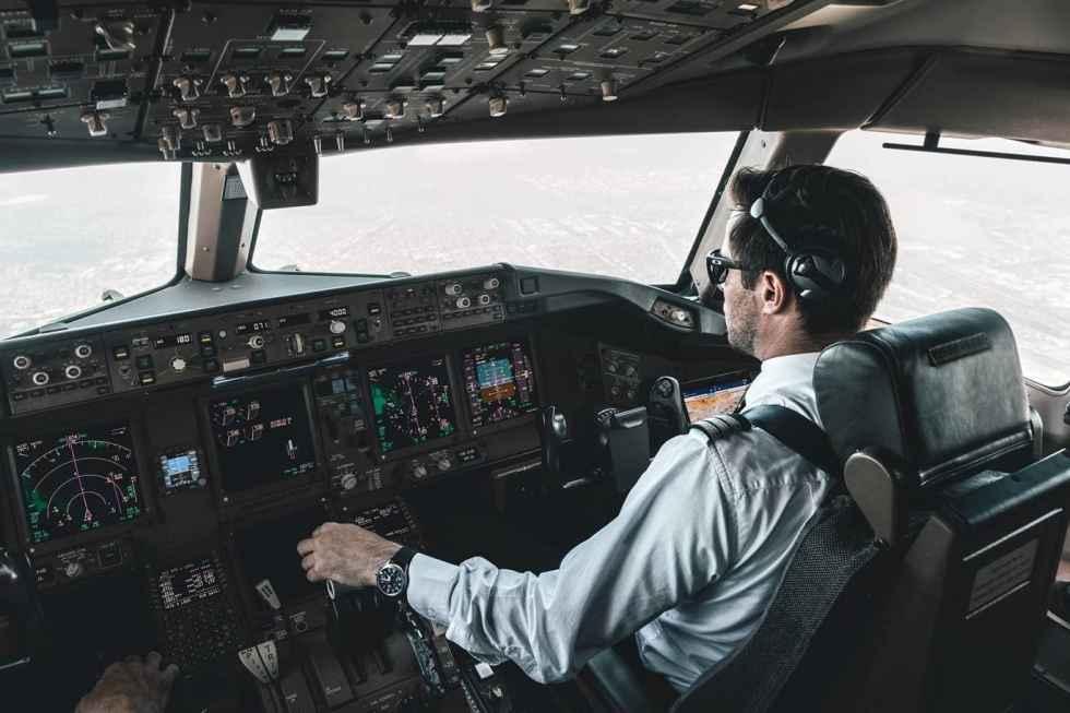 777-300ER cockpit view SWISS