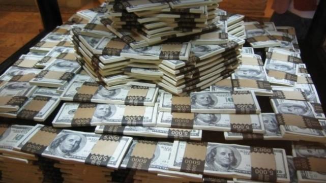 Casas de cambio venden dólar a 18.95 pesos en el aeropuerto capitalino