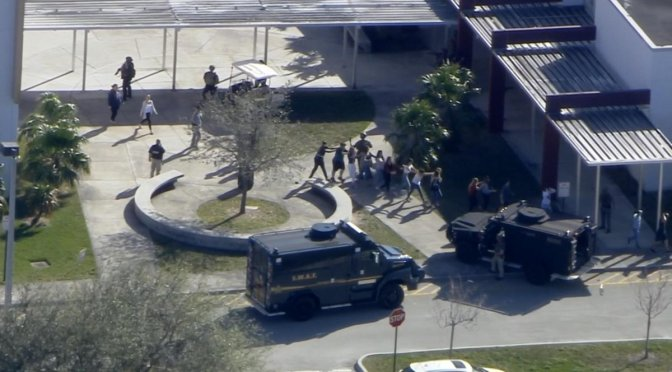 Tiroteo en secundaria de Florida deja 17 muertos; detienen a sospechoso