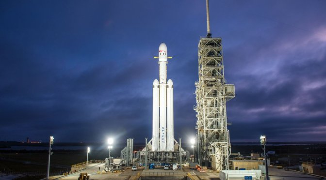 Space X lanzacon éxito el cohete de prueba más poderoso del mundo