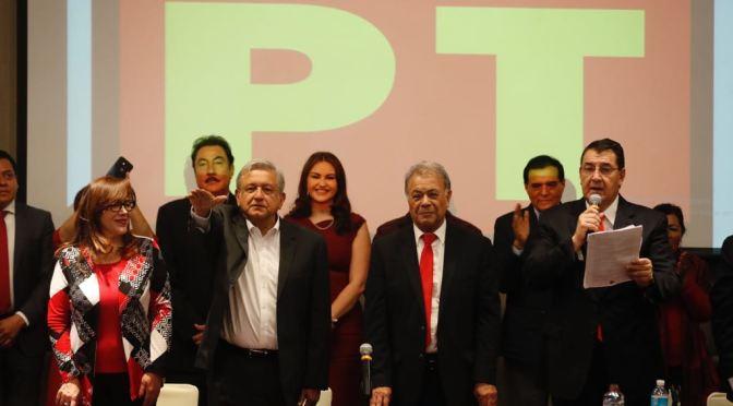 López Obrador rinde protesta como candidato presidencial del PT