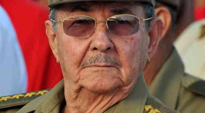 Raúl Castro encabeza lista de 42 presuntos criminales castristas