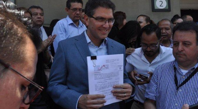 Ríos Piter confía que Tribunal resuelva a su favor para estar en boletas