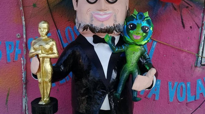 Elaboran en Reynosa piñata del cineasta mexicano Guillermo del Toro