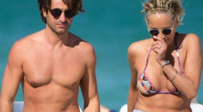 Sharon Stone celebra sus 60 años con joven en Miami Beach
