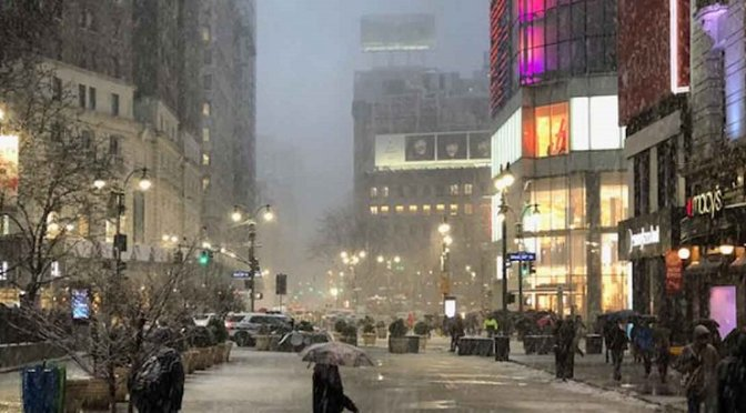 Tormenta de nieve obliga a cancelar más de 2 mil vuelos en NY